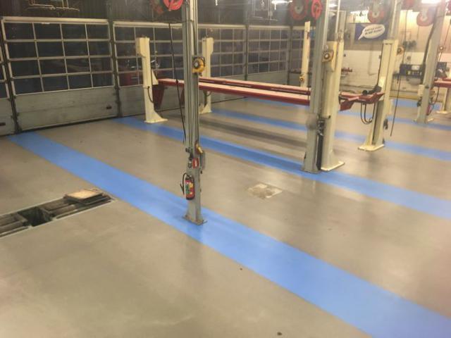 Nieuwe acrylaatvloer bij garage DAF in Zoeterwoude - 2