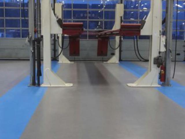 Nieuwe acrylaatvloer bij garage DAF in Zoeterwoude - 3